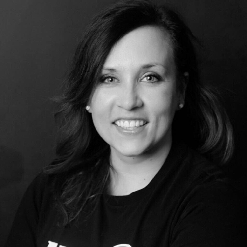 Linda Sina - Die Expertin & SEO Managerin bei der Junge Haie GmbH